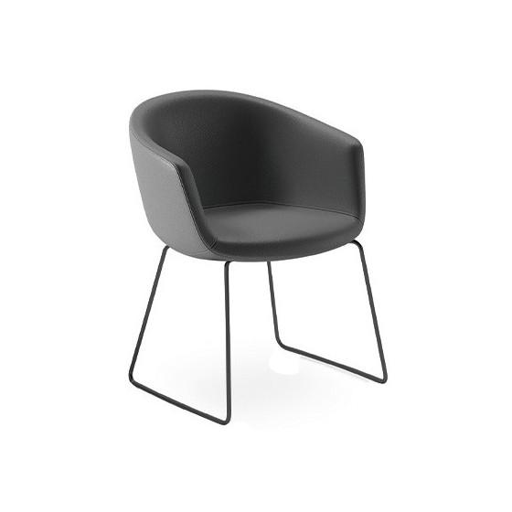 Poltrona Design KASY Imbottita e base con gambe in metallo